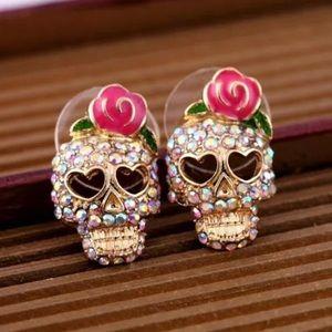 Jewelry - 💎 Adorable Skull Earrings NEW